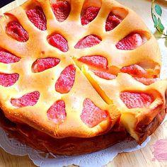 生クリーム無し!ホワイトチョコ入りのベイクドチーズケーキ バレンタインにいかが〜♡( ᵕ̤ૢᴗᵕ̤ૢ )♡ ミルキーな味わいがとっても美味しかったです(∩❛ڡ❛∩) - 310件のもぐもぐ - いちごとホワイトチョコのベイクドチーズケーキ by tocca
