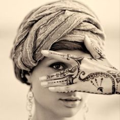 Very different and stylish - exactly what fashion henna should be!