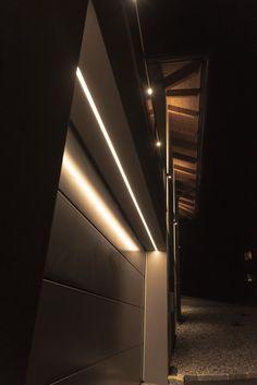 Lineare Systemlösung für den Einbau in alle gängigen Baumaterialen! Garage Doors, Stairs, Construction, Exterior, House Design, Lighting, Home Decor, Puertas, Construction Materials
