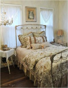 45 amazing romantic country bedrooms 76 708 best decorando el dormitorio im Romantic Country Bedrooms, Shabby Chic Bedrooms, Shabby Chic Cottage, Bedroom Vintage, Shabby Chic Homes, Beautiful Bedrooms, Shabby Chic Furniture, Shabby Chic Decor, Romantic Cottage