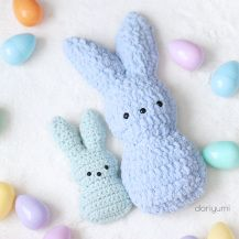 Chillin' with the Peeps ~ free crochet pattern ~ - - A very simple, quick and easy crochet pattern for Easter! Crochet these peeps with worsted weight yarn or that super soft Bernat Blanket yarn! The purple, pink and green peeps are done using worste…. Crochet Easter, Easter Crochet Patterns, Crochet Patterns Amigurumi, Cute Crochet, Crochet Toys, Crochet Baby, Holiday Crochet, Crochet Pattern Free, Mini Amigurumi