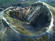 """Volcán Paricutín. San Juan Nuevo Parangaricutiro. El 10 de mayo de 1944 fue abandonado el antiguo poblado a causa de la erupción del Volcán Paricutín, por lo que los habitantes se establecieron en la ex-hacienda de """"Los Conejos"""". Se recomienda visitar el Santuario del Sr. de los Milagros, el Manantial, el Laguito y Pantzingo entre otros. #ecoturismo #venados"""