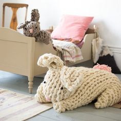 Make these incredible extra large, stuffed arm knit bunnies in a matter of hours! Best part: You don't need to be a knitter to do it!