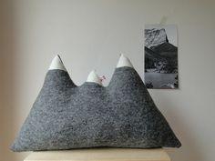 """Kissen """"Der Berg ruft""""....hellgrau..."""