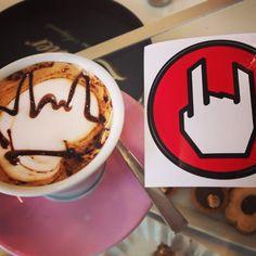 Iniziamo la giornata con un #cappuccino speciale  #rock #empitalia #breakfast