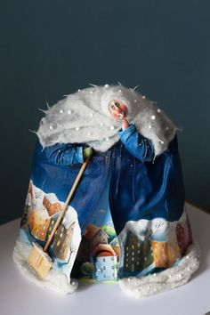 Winter money box by Katya Fairytales I Papier mache, modeling clay, fabric Paper Mache Clay, Paper Mache Sculpture, Soft Sculpture, Paperclay, Kermit, Beautiful Dolls, Doll Toys, Puppets, Fiber Art