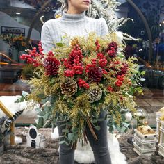 🌲 In Christmas Mood 🌲 Winter time with Red and Gold Colours 🌲 Christmas Mood, Christmas Wreaths, Merry Christmas, Christmas Decorations, Holiday Decor, Winter Time, Bouquet, Sparkle, Colours