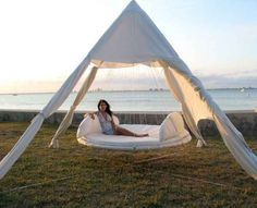 Outdoor Hanging Bed - Floating Bed what way to recycle the trampoline.I am in for an outdoor reading spot Outdoor Hanging Bed, Hanging Beds, Outdoor Daybed, Indoor Outdoor, Outdoor Living, Outdoor Decor, Outdoor Hammock, Hanging Chairs, Outdoor Bedroom