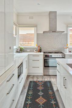 Modern home design – Home Decor Interior Designs Classic Kitchen, New Kitchen, Kitchen Decor, Kitchen Design, Banks Kitchen, Kitchen Ideas, All White Kitchen, Design Bathroom, Kitchen Inspiration