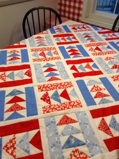 Em's Scrapbag: Picnic in Paris Quilting Blogs, Quilting Projects, Blue Quilts, Scrappy Quilts, Picnic In Paris, Paris Quilt, Layer Cake Quilts, Flying Geese Quilt, Patriotic Quilts