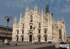 Majestuosa la catedral de Milán !!!   Recorre Italia en coche con http://www.reservasdecoches.com/paises/alquiler-de-coches-italia/ #italia #Milan  #catedral #sitiosdeinteres #viajes #catedraldemilan #catedrales