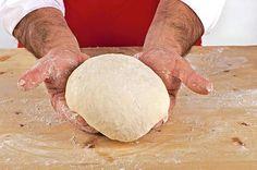 Pasta per la pizza: la ricetta originale di Antonino Esposito per preparare l'impasto classico napoletanto. Tutti gli step della preparazione illustrati in foto.
