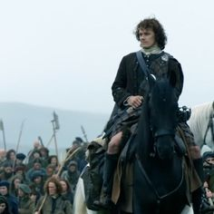 "Into soldiers. He is their leader. Jamie Fraser (Sam Heughan) in Episode 209 ""Je Suis Prest"" of Outlander Season Two on Starz Immagine incorporata"