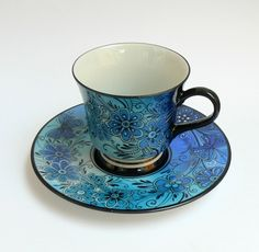 So pretty. Would love this one for my tea cup collection Teapots And Cups, Teacups, China Tea Cups, My Cup Of Tea, China Patterns, Tea Cup Saucer, Vintage Tea, Drinking Tea, Tea Party