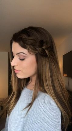 Easy, chunky side dutch braid that can be secured 2 ways! Perfect for long bangs or just a quick style. Side Braid Tutorial, Easy Side Braid, Braided Side Buns, Cute Side Braids, Braids With Shaved Sides, Side Braid Hairstyles, Easy Hairstyles For Long Hair, Cool Hairstyles, Church Hairstyles