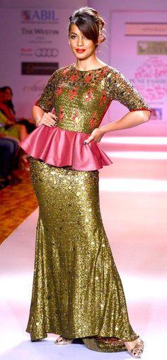 Mugdha Godse strikes a pose on the ramp at the Pune Fashion Week 2013. #Bollywood #Fashion #Style #Beauty