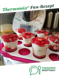 Ein Thermomix ® Rezept aus der Kategorie D… Strawberry dreams of ThermiKathrin. A Thermomix ® recipe from the Desserts category www.de, the Thermomix® Community. Pork Chop Recipes, Meatloaf Recipes, Fish Recipes, Smoothie Bowl, Smoothie Recipes, Cookie Recipes, Dessert Recipes, Thermomix Desserts, Strawberry Recipes