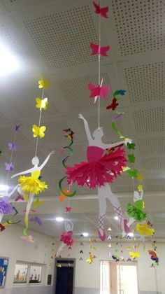 School Decoration Ideas for Spring Season - Craft decorating spring Class Decoration, School Decorations, Birthday Decorations, Board Decoration, Cute Kids Crafts, Preschool Crafts, Diy And Crafts, Mobil Origami, Ballet Decor