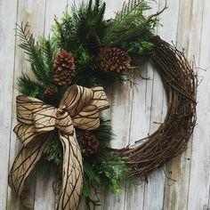 Christmas Door Wreaths, Holiday Wreaths, Rustic Christmas, Simple Christmas, Christmas Ornaments, Winter Wreaths, Spring Wreaths, Summer Wreath, Grapevine Christmas
