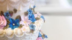 Cake Decorating: Gorgeous Gum Paste Flowers with Lucinda Larson