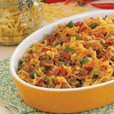 1 pound ground beef  1 small green pepper, chopped  1/3 cup chopped onion  3-1/4 cups uncooked medium egg noodles  1 can (14-1/2 ounces) diced tomatoes, undrained  1 cup water  1/4 cup chili sauce  1 teaspoon salt  1/8 teaspoon pepper  4 bacon strips, cooked and crumbled
