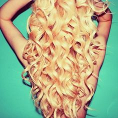 Big curls love this if only my hair would hold curls for longer than Love Hair, Gorgeous Hair, Gorgeous Blonde, Amazing Hair, Down Hairstyles, Pretty Hairstyles, Perm Hairstyles, Blonde Curly Hair, Blonde Curls