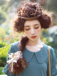 Head piece- could be done with paper mache? Li of Dear Li Mori girl with a bit of fantasy. I love this style really much! Moda Harajuku, Harajuku Girls, Mori Girl Fashion, Forest Girl, Hair Art, Japanese Fashion, Trendy Hairstyles, Dame, Flower Girl Dresses