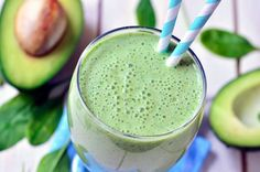 Fruits and vegetables in nutritious, delicious and packed with antioxidants 10 healthy smoothie recipes and protein shakes with avocado, banana, vegetables. Healthy Avocado Smoothie Recipe, Avocado Berry Smoothie, Health Smoothie Recipes, Avocado Juice, Nutribullet Recipes, Strawberry Smoothie, Tea Smoothies, Smoothie Detox, Avocado Smoothie