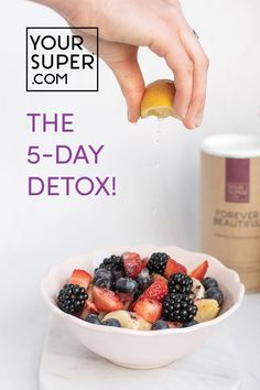 2 smoothies, 1 plant-based meal, and zero hunger! Your Super Detox comes with a day meal plan laying out everything you need to reset your system, giving you a refreshed feeling and improving your health in just 5 days! Easy Detox, Healthy Detox, Healthy Life, Healthy Snacks, Healthy Eating, Healthy Recipes, Diet Detox, Cleanse Detox, Stomach Cleanse