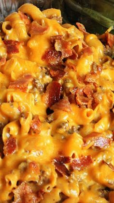 Bacon Cheeseburger Macaroni & Cheese This shop has been compensated by Collective Bias, Inc. and its advertiser. All opinions are mine alone. This easy meal combines the flavors of a bacon cheeseburger with delicious macaroni & cheese - oven to table Cheese Burger Macaroni, Hamburger Mac And Cheese, Mac And Cheese Casserole, Bacon Cheeseburger Casserole, Cheeseburger Pasta, Bacon Mac And Cheese, Casserole Recipes, Meat Recipes, Pasta Recipes