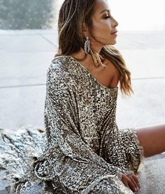 "52 k mentions J'aime, 588 commentaires - JULIE SARIÑANA (@sincerelyjules) sur Instagram : ""Holiday sparkle ✨ wearing @zimmermann dress via @fwrd #lookFWRD #holiday"""