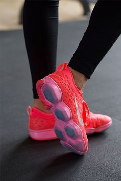 Get flexible power and cushioning for every move you make. The Nike Zoom Fit Agility training shoe is designed for the gym and made to stand out.