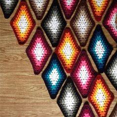 Let's start the week smiling  #crochet #craftastherapy #harleyquinn #longGrannyDiamond
