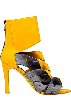 How to wear Stilettos fashionably - Luxury Italian Shoes Stilettos, Stiletto Pumps, Shoe Boots, Shoes Heels, Shoe Bag, Crazy Shoes, Me Too Shoes, Beautiful High Heels, Italian Shoes