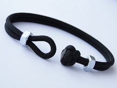Make a Simple Diamond Knot and Loop/Sliding Hex Nuts Paracord Friendship Bracelet - CBYS One in a serie of a simple Bracelets. Combination of a Paracord 550 . Diy Bracelets Easy, Paracord Bracelets, Bracelets For Men, Diamond Bracelets, Ankle Bracelets, Silver Bracelets, Paracord Ideas, Survival Bracelets, Macrame Bracelets
