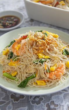 Singapore Style Fried Rice Vermicelli – Ajinomoto Malaysia Use bean thread noodles? Mie Noodles, Fried Rice Noodles, Asian Noodles, Chinese Rice Noodles, Asian Recipes, Healthy Recipes, Ethnic Recipes, Easy Chinese Recipes, Indonesian Recipes