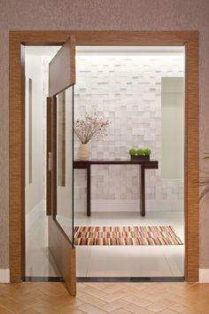 MP – Studio AZ Arquitetura & Soluções Traditional Front Doors, Wooden Door Design, Pivot Doors, Porche, Interior Architecture, Interior Decorating, New Homes, House Design, Decoration