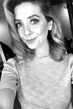 Zoe is so pretty in this photo!!