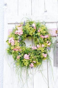 Kranz aus Sommerblumen selbermachen, Pomponetti #sommerdeko #selbstgemacht #midsommer