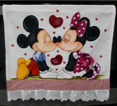Pano de copa casal coração no Elo7 | Nuza Artes (C6778D) Mickey E Minnie Mouse, Mickey Mouse Cartoon, Disney Mickey, Miki Y Mini, Christmas Towels, Blue Nose Friends, Krishna Art, Bottle Cap Images, Tatty Teddy