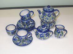 A miniature tea set.    polpottery_2233_37088128 984×731 pixels