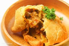 Filipino Empanada - Simply Bakings Chicken Empanada Recipe, Empanadas Recipe, Filipino Empanada, Vegetarian Side Dishes, Hearty Meal, Oyster Sauce, Stuffed Mushrooms, Homemade, Meals