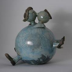 May den Arend Ceramics - Keramikskulpturen und Kunst von May den Arend - PAARE 2020 Raku Pottery, Pottery Sculpture, Sculpture Clay, Pottery Lessons, Sculptures Céramiques, Ceramic Sculptures, Junk Art, Mosaic Art, Clay Crafts