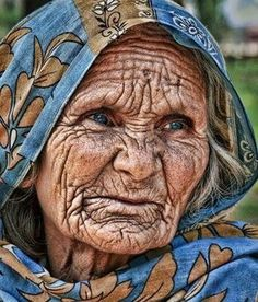 Life etched on her face. Old Faces, Many Faces, Interesting Faces, World Cultures, Anime Comics, People Around The World, Old Women, Belle Photo, Portrait Photography