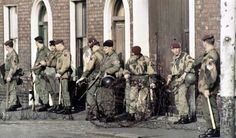 9 Parachute Squadron Royal Engineers in Belfast, Northern Ireland in 1969, following conflict in the city. THIS PHOTO HAS BEEN REVERSED.  Photos of the British Army in Northern Ireland - 1969-1979 - Flashbak