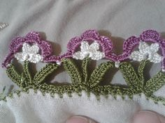 CAN ANYONE SHARE THE PATTERNS FOR THESE SMALL FLORAL EDGINGS?????