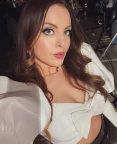 Liz Gillies Sexy Beast – Actress Liz Gillies in her Sexiest Moments Elizabeth Gillies, Dynasty Clothing, Insta Image, Wwe Female Wrestlers, Yellow Bikini, Hot Actresses, White Girls, American Actress, Green Dress