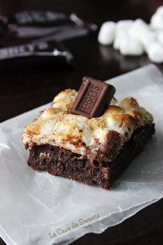 S'mores Brownies {Gluten Free Friendly} | La Casa de Sweets