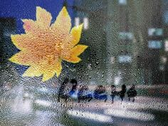 Осенний дождь мне музыкой звучит...