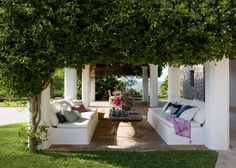 a great summer lounge surrounded by plants and the scent of jasmine